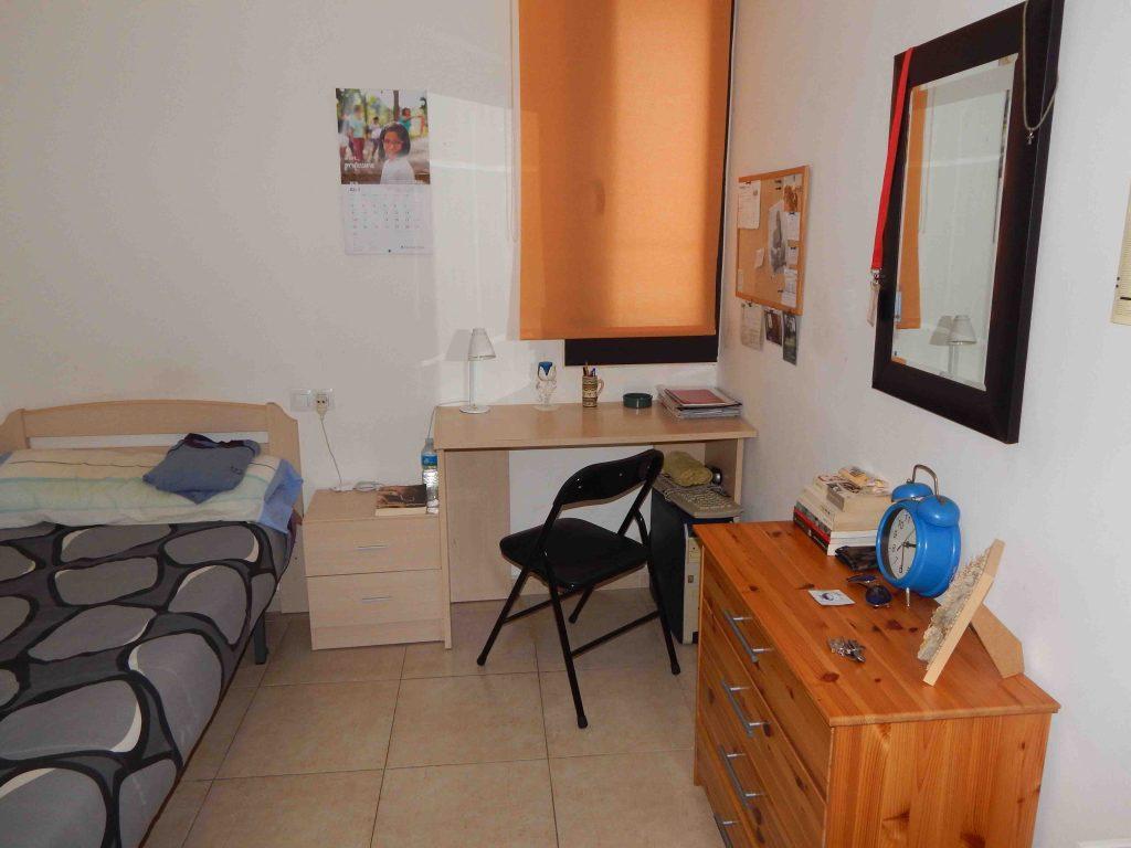 Una de les habitacions del pis compartit de Vilanova